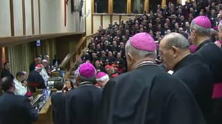 Papież przeciw przyjmowaniu homoseksualnych kleryków