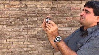Papieski fotograf oddał swój aparat fotografowi bezdomnych
