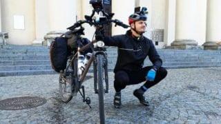 Katecheta jedzie samotnie rowerem doGruzji