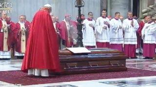Papież przewodniczył obrzędom pogrzebowym kard. Taurana