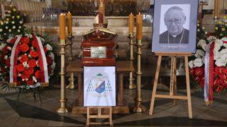 Rozpoczęły się uroczystości pogrzebowe abp. Szczepana Wesołego