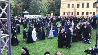 Szalony taniec zakonnic podbija internet
