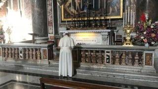 Franciszek modlił się przy grobie św.Jana Pawła II