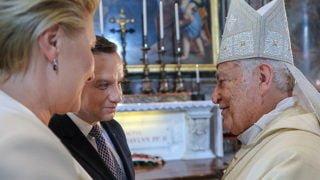 Prezydent naMszy św.przy grobie św.Jana Pawła II