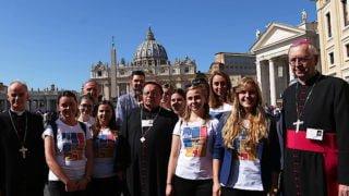 Młodzi Polacy wRzymie towarzyszą Synodowi Biskupów
