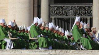 Synod przypomina obolesnej rzeczywistości