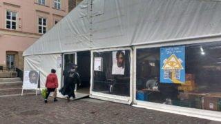 Krakowski Namiot Spotkań rozdaje kilka tys. posiłków dziennie
