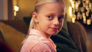 Głuchoniema dziewczynka iŚwięta. Ta reklama zachwyca