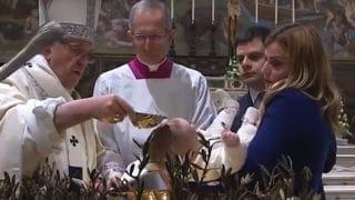 Franciszek ochrzcił 27 niemowląt