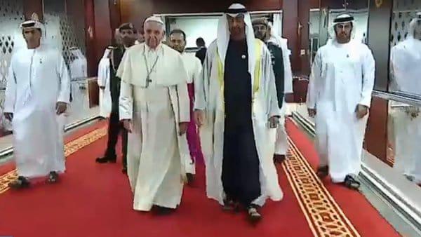 Media Emiratów Arabskich owizycie Franciszka