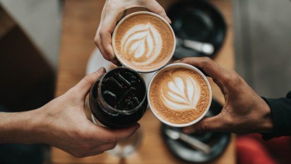 Kawa – pobudza dożycia i… łączy ludzi