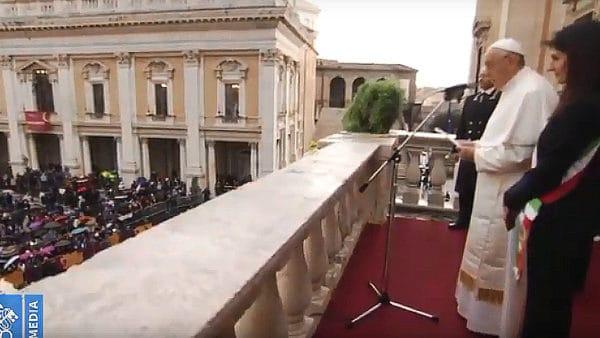 Franciszek spotkał się zwładzami Rzymu