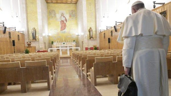 Franciszek rozpoczął rekolekcje