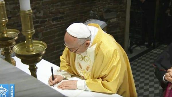 Franciszek podpisał nową adhortację omłodzieży