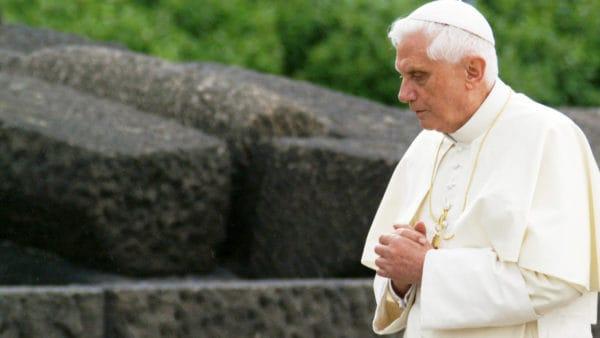 Papież senior Benedykt XVI zabiera głos wsprawie grzechów seksualnych Kościoła