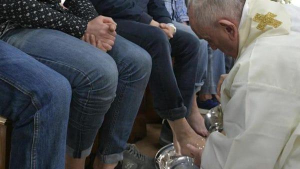 Papież umył nogi więźniom wzakładzie Velletri