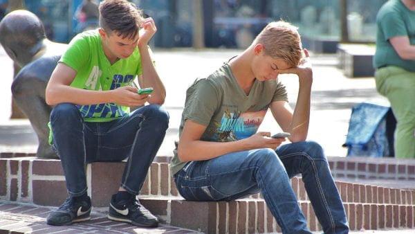 Polscy nastolatkowie coraz więcej czasu spędzają wsieci