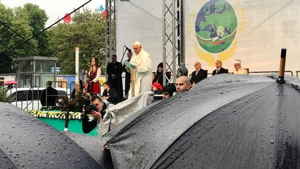 Bułgaria: międzyreligijna modlitwa opokój. Wdeszczu