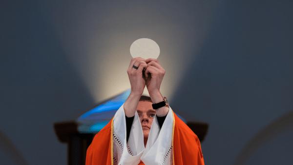 Tomasz Krzyżak: Kościół musi być dobólu transparentny