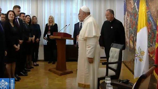 Poraz pierwszy wdziejach Następca Piotra odwiedza Macedonię