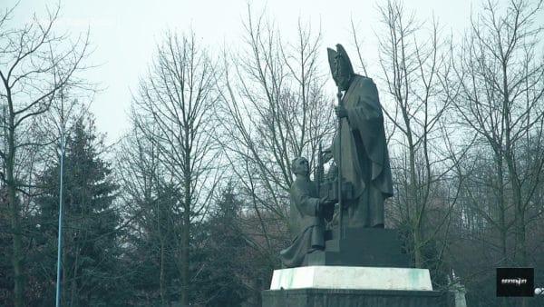 Marianie usunęli pomnik ks.Makulskiego wLicheniu