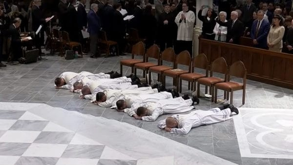 Rekordowa liczba nowych księży wBostonie. Aż trzynastu