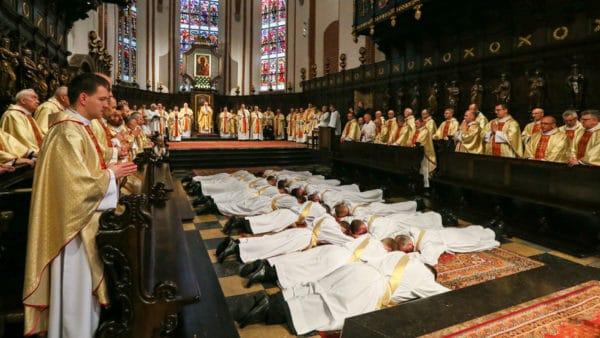 Wcałym kraju odbyły się dziś święcenia kapłańskie