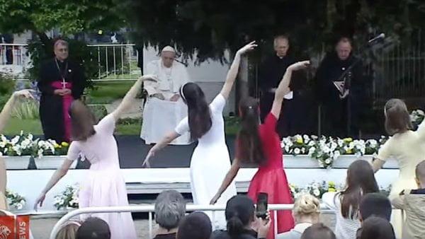 Papież spotkał się zmłodzieżą Macedonii