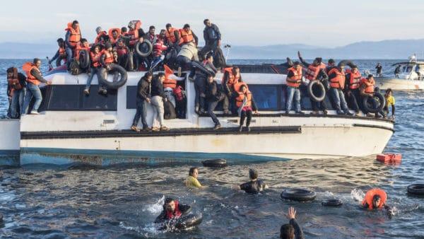 Proboszcz zLampedusy śpi naulicy aby pomóc migrantom