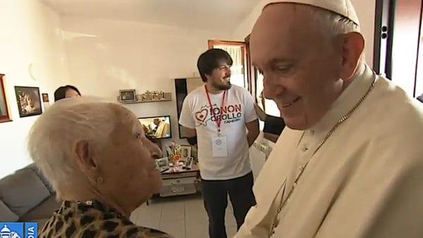 Papież odwiedził teren trzęsienia ziemi wCamerino