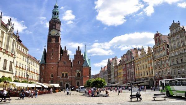 Ksiądz ugodzony nożem weWrocławiu