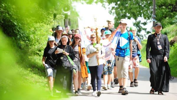 Młodzież pielgrzymuje pieszo wintencji trzeźwości Narodu Polskiego