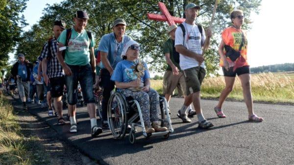 Bezdomni z Warszawy idą na Jasną Górę. Potrzeba wsparcia