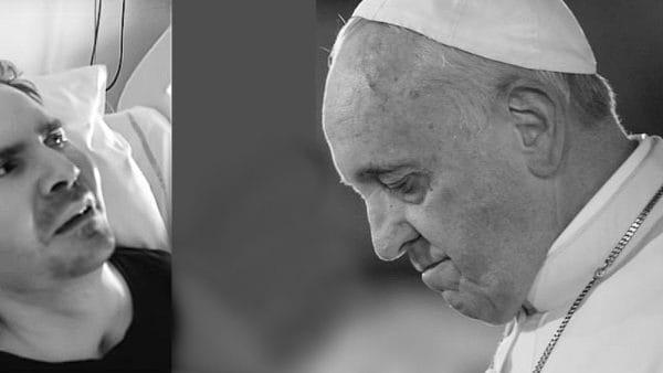 Papież modli się zaduszę śp.Vincenta Lamberta